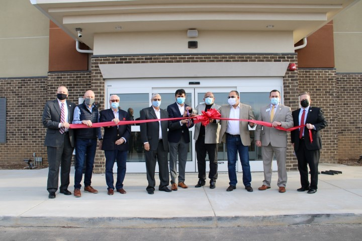 Candlewood-Suites-6-Ribbon-Cutting-Ceremony---Lebanon-Chamber