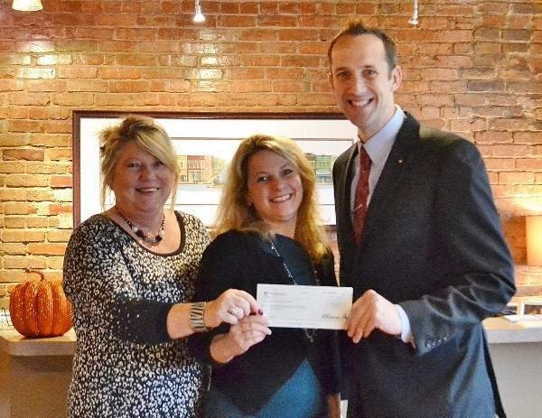 First TN Bank Donates to Chamber Building Fund
